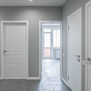 Выбор межкомнатных дверей в белом цвете — украшение интерьера или неудачное решение?