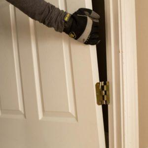 Правила демонтажа и установки новых межкомнатных дверей