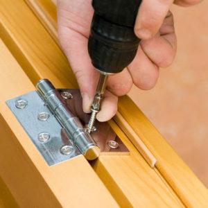 Инструкция, как правильно прикручивать петли к дверям
